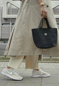 Nike Sportswear - WAFFLE ONE - Zapatillas - cream/white/orange/black - 4