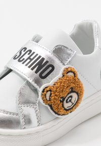 MOSCHINO - Sneaker low - silver - 2
