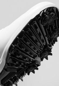 Nike Golf - AIR VICTORY TOUR - Golfsko - white/chrome/platinum tint/vast grey - 5