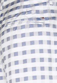 Tommy Hilfiger - GINGHAM  - Shorts - gingham/yale navy - 3