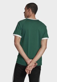 adidas Originals - 3-STRIPES T-SHIRT - Print T-shirt - green - 1