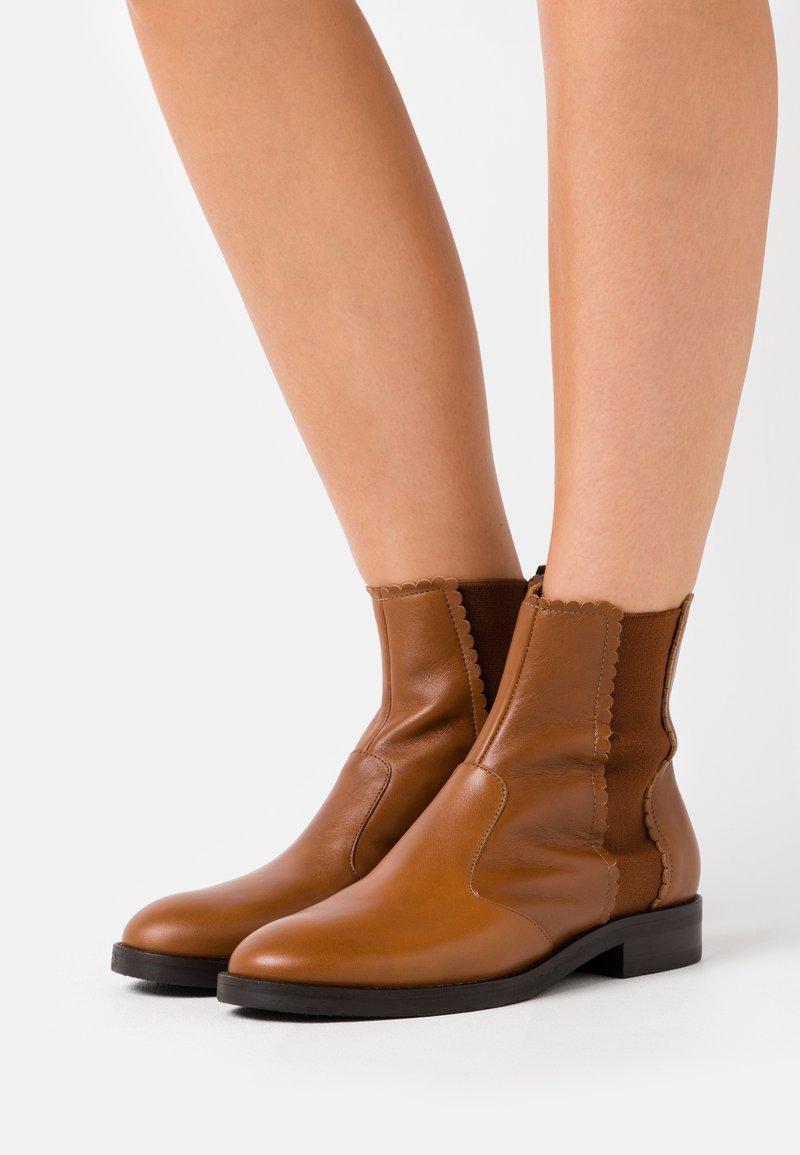 See by Chloé - Kotníkové boty - camel