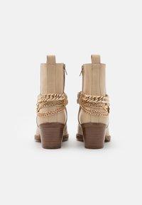 Bronx - JUKESON - Cowboy/biker ankle boot - camel - 3
