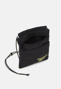 Reebok Classic - RETREAT CITY BAG UNISEX - Across body bag - black - 2