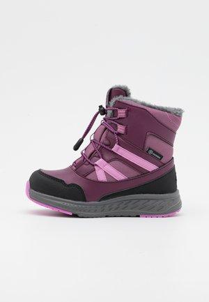 BOOTS HIGH CUT WP UNISEX - Zimní obuv - potent purple