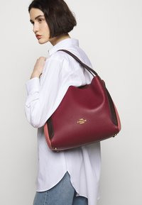 Coach - COLORBLOCK HADLEY HOBO - Handbag - taffy/cherry mutli - 1