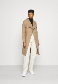 ONLY - ONLNEWPHOEBE DRAPY COAT - Classic coat - camel - 1