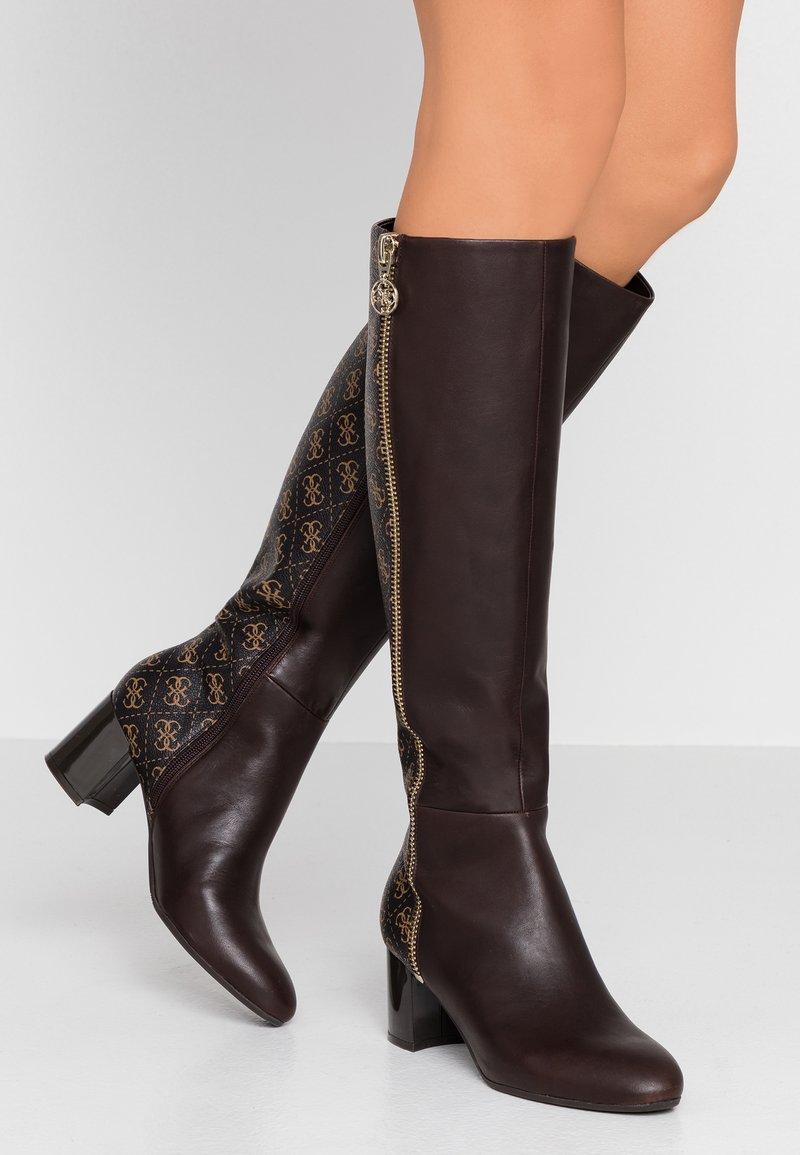 Guess - ADDALIZ - Høje støvler/ Støvler - brown
