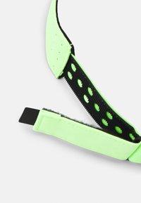 Nike Performance - AERO ADVANTAGE VISOR - Casquette - lime glow/white - 5
