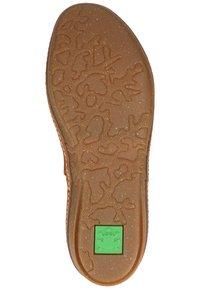 El Naturalista - Classic ankle boots - wood - 4
