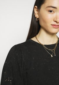 ONLY - ONLLUCILLA LIFE MIX PUFF - Print T-shirt - black - 5