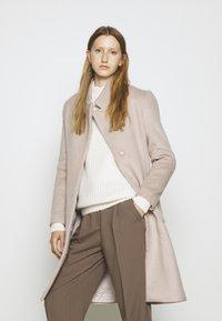 Bruuns Bazaar - JASMINA PERLE COAT - Klasický kabát - roasted grey khaki - 4