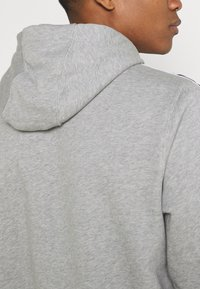 Nike Sportswear - REPEAT HOODIE  - Hoodie - grey heather/white - 5