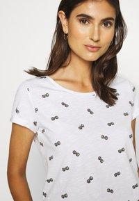 edc by Esprit - T-shirt z nadrukiem - white - 4