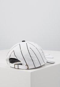 Karl Kani - SIGNATURE PINSTRIPE  - Cap - white - 1
