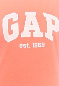 GAP - OUTLINE TEE - T-shirt med print - pink reef - 2
