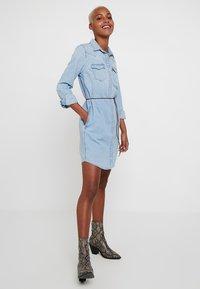 Levi's® - ULTIMATE WESTERN DRESS - Denim dress - girl like you - 1