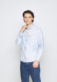 Levi's® - BARSTOW WESTERN STANDARD - Overhemd - med indigo - 0