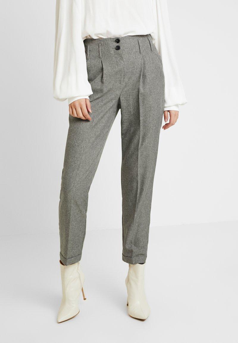 Dorothy Perkins Tall - SAVANNAH PEG LEG TROUSER - Pantalones - grey