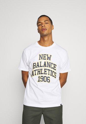 ATHLETICS VARSITY SPEC TEE - Print T-shirt - white