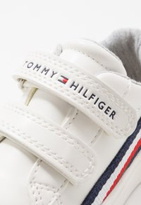 Tommy Hilfiger - Baskets basses - white/blue - 2