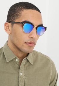 Ray-Ban - CLUBMASTER - Sunglasses - havanablu/flash gradient - 1
