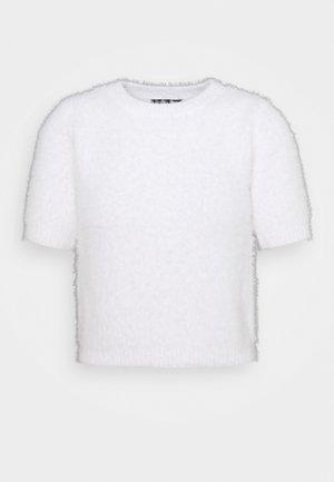 FLUFFLY TEE - Stickad tröja - white