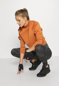Smilodox - SEAMLESS LEGGINGS RESERVE - Leggings - black - 4