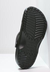 Crocs - CLASSIC UNISEX - Sandali da bagno - schwarz - 4