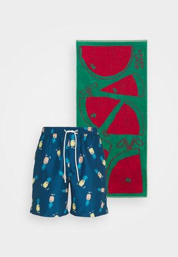 SHORTS ANANAS AND TOWEL - Swimming shorts - blue
