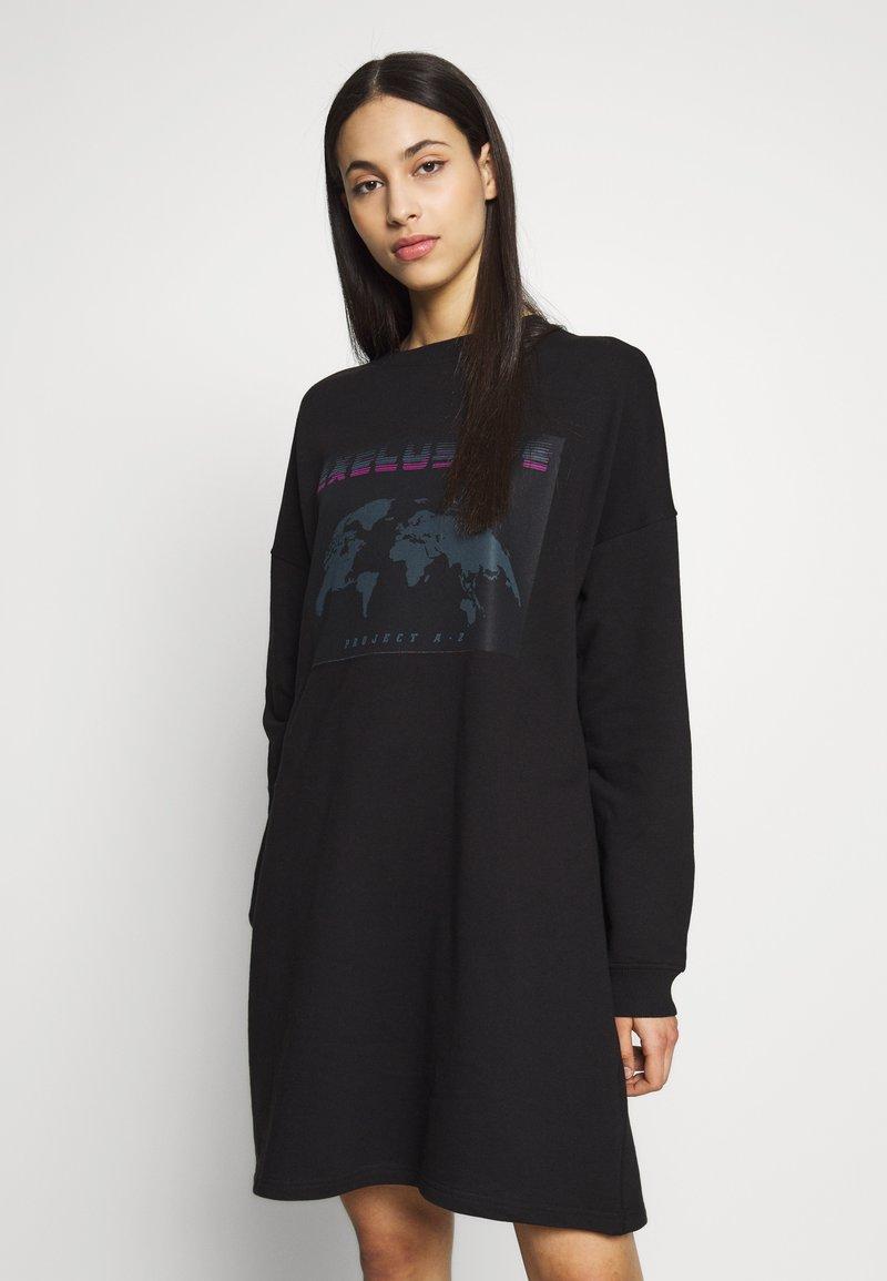 Missguided Tall - TALL EXCLUSIVE SLOGAN DRESS - Day dress - black