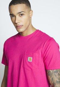 Carhartt WIP - Basic T-shirt - ruby pink - 3