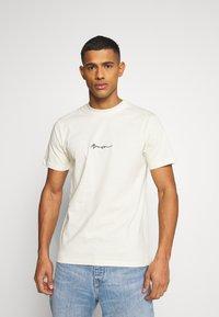 Mennace - UNISEX ESSENTIAL SIGNATURE  - Print T-shirt - pale green - 0