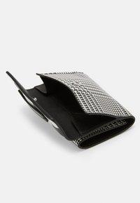 Emporio Armani - FLO CHECK WOMEN'S TRIFOLD WALLET - Wallet - black/off white - 3