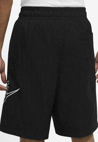 Nike Sportswear - ALUMNI  - Shorts - black - 2