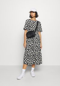 Dorothy Perkins Petite - DAISY SPOT MIDI DRESS - Denní šaty - black - 1