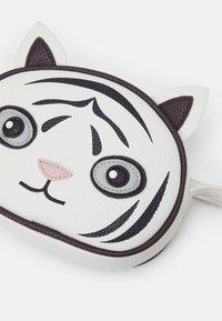 Molo - TIGER BAG UNISEX - Across body bag - white star - 3