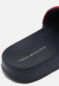 Tommy Hilfiger - UNISEX - Klapki - blue/white/red - 4