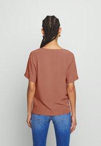 Pieces - PCCECILIE - Košile - copper brown - 2