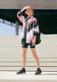 adidas Performance - SUPERNOVA - Zapatillas de running neutras - core black/grey six/silver metallic - 4