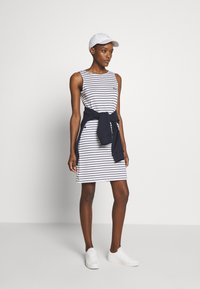 Barbour - DALMORE STRIPE DRESS - Sukienka etui - white/navy - 1