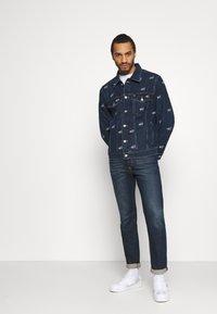 Tommy Jeans - OVERSIZE TRUCKER JACKET UNISEX - Giacca di jeans - dark blue - 3