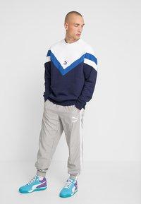 Puma - ICONIC CREW  - Sweatshirt - peacoat - 1