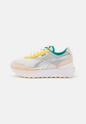 CRUISE RIDER OQ - Sneakers basse - eggnog/silver/cloud pink