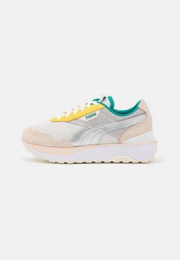 CRUISE RIDER OQ - Trainers - eggnog/silver/cloud pink