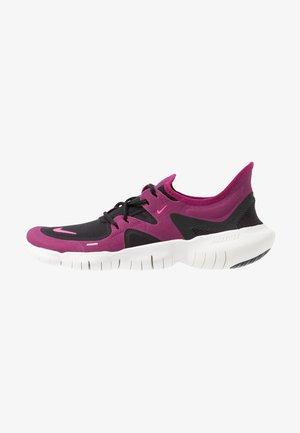 FREE RN 5.0 - Zapatillas running neutras - black/pink blast/true berry