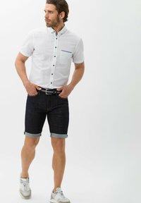 BRAX - STYLE CHRIS B - Denim shorts - raw blue - 1