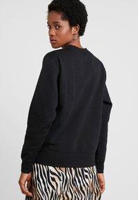 Nike Sportswear - CREW TREND - Sweatshirt - black/white - 2