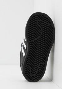 adidas Originals - SUPERSTAR - Sneakersy niskie - core black/footwear white - 5