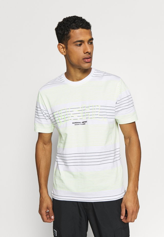 KENMARE - T-shirts med print - white